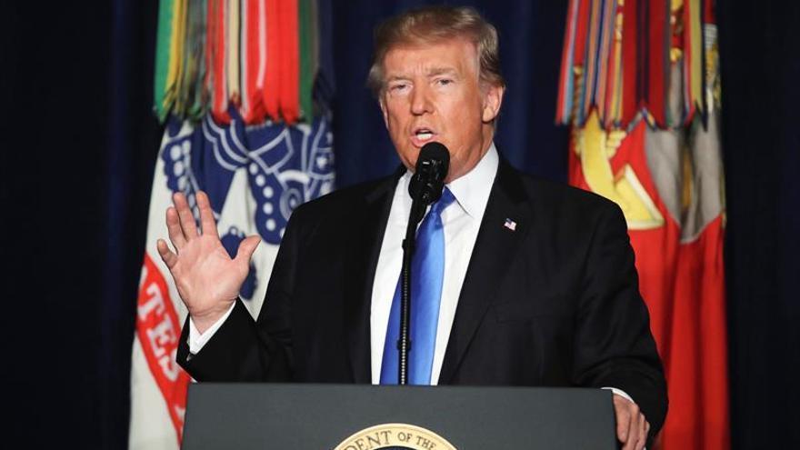 """Trump llama a Afganistán un """"avispero"""" del terrorismo al reunirse con Gani"""
