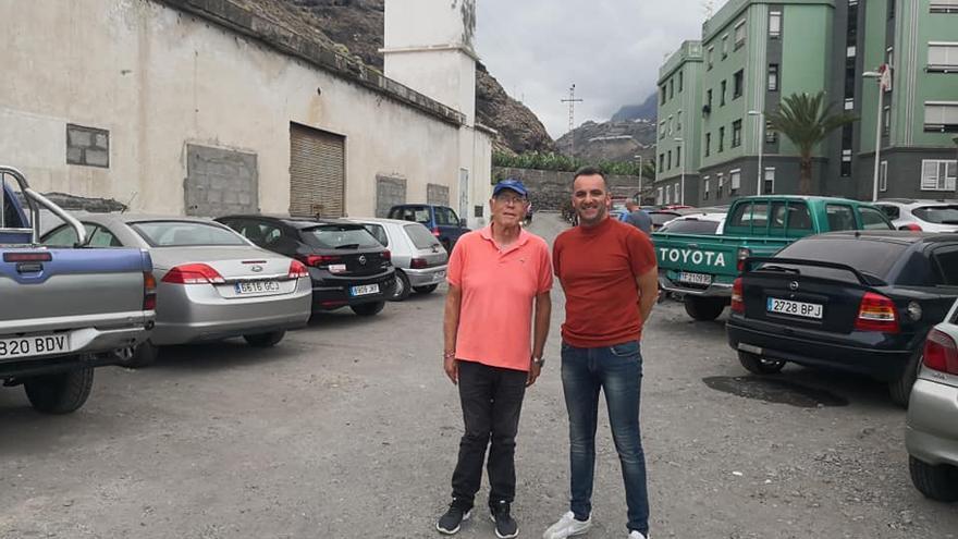 David Ruiz (d), concejal de Turismo de Tazacorte, con Ángel Pablo Rodríguez, ex alcalde del municipio.
