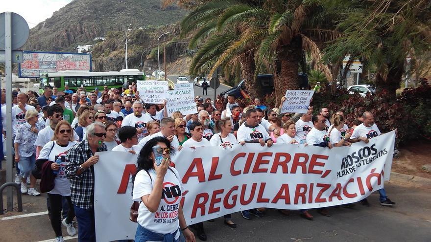 Manifestación contra el cierre de quioscos en Las Teresitas