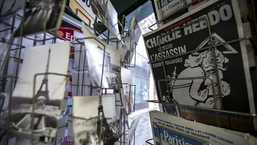 """""""Charlie Hebdo"""" hace su crónica del atentado en su número del aniversario"""