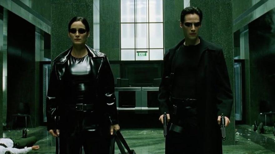 Carrie-Anne Moss y Keanu Reeves en el papel de Trinity y Neo, respectivamente