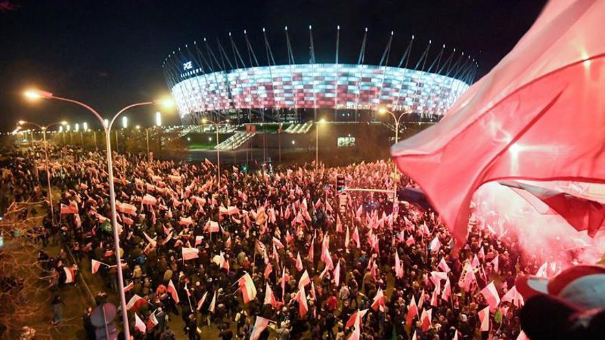 Miles de nacionalistas toman Varsovia para conmemorar la Independencia polaca