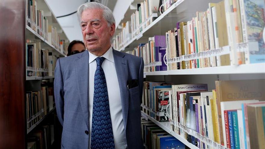 """Vargas Llosa califica la ley húngara contra la CEU como una """"acción inquisitorial"""""""
