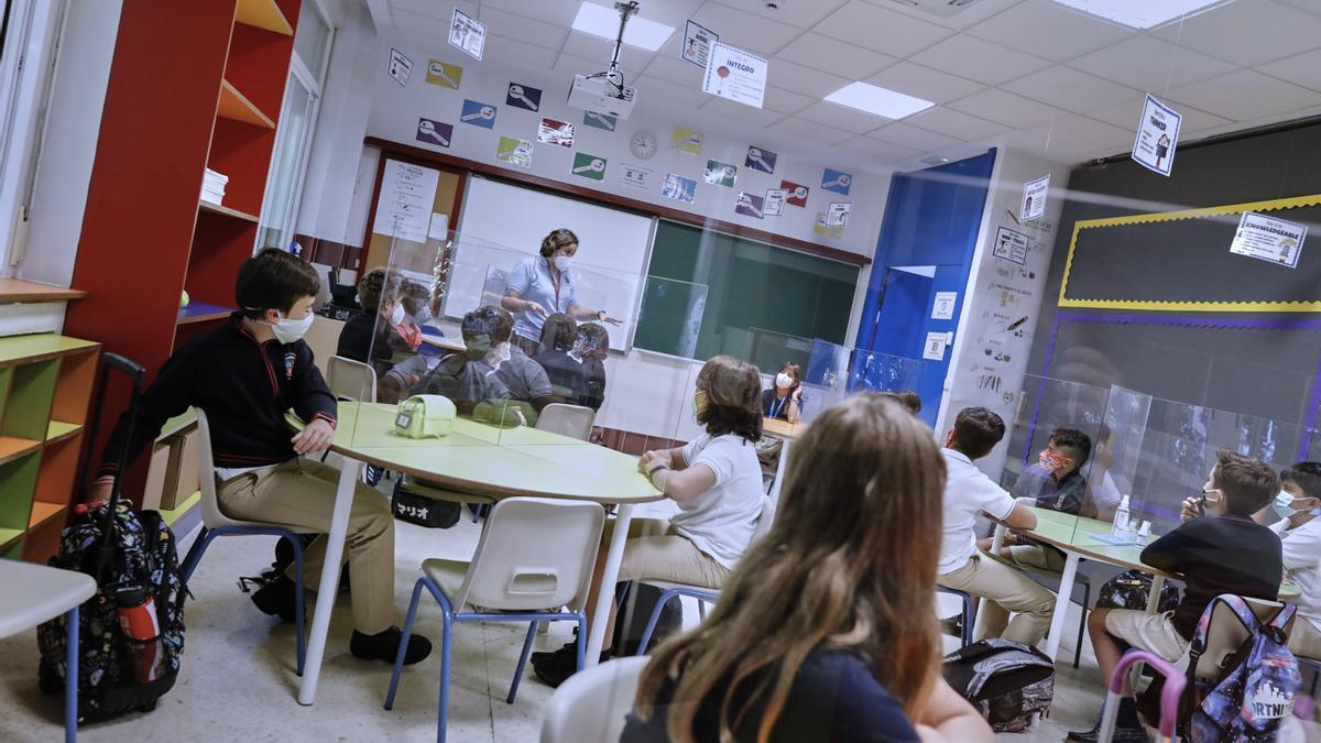 Varios alumnos en un aula