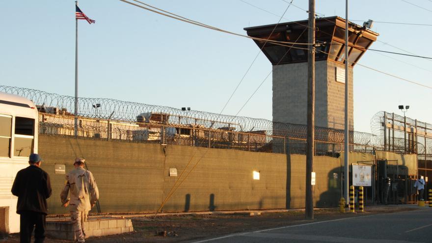 Más de 80 personalidades de Latinoamérica piden a Biden que cierre Guantánamo