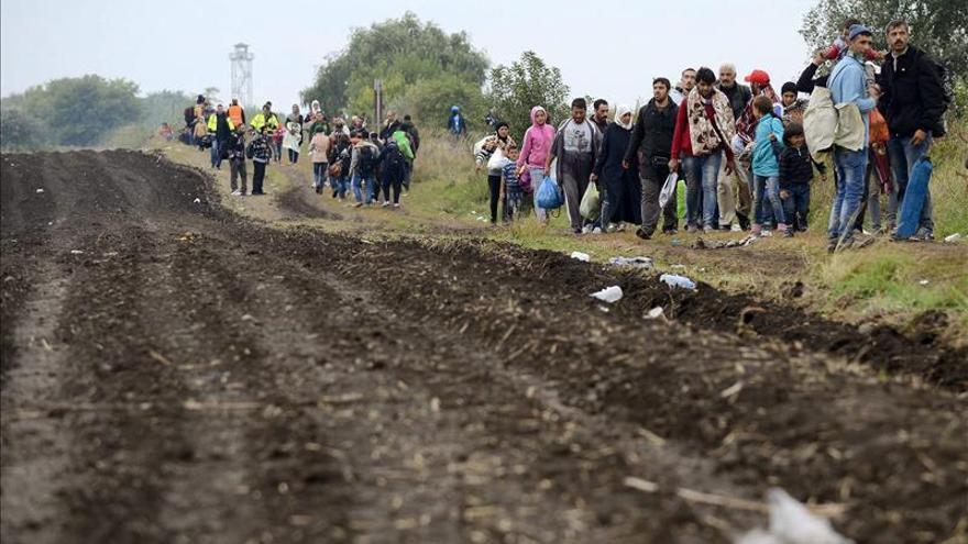 Austria espera que 10.000 refugiados entren hoy por su frontera con Hungría