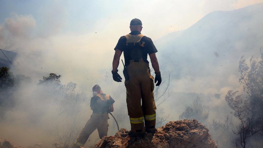 En su quinto día mejora la imagen del incendio al noroeste de Atenas