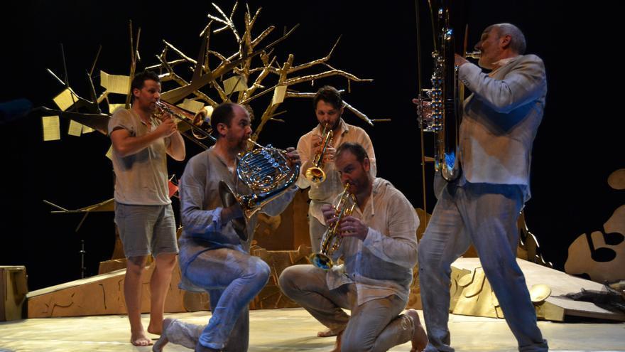 Escena de 'Innerland. L'illa de dins'. Crit Companya de Teatre