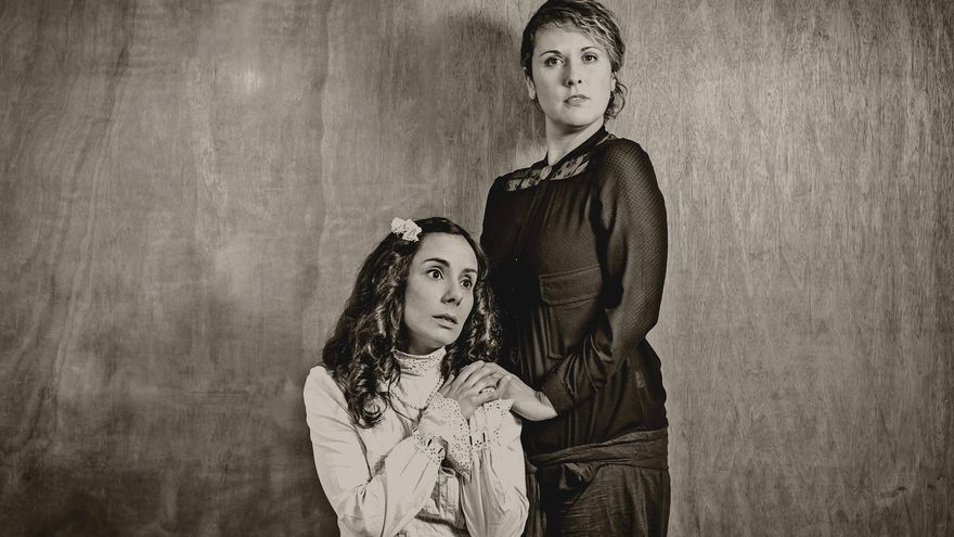 Vanesa del Castillo y Ruth Garreta son las protagonistas de 'El espejo cónico'. | BRUNO OCHAITA