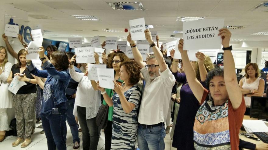 Los trabajadores de Informativos durante la protesta