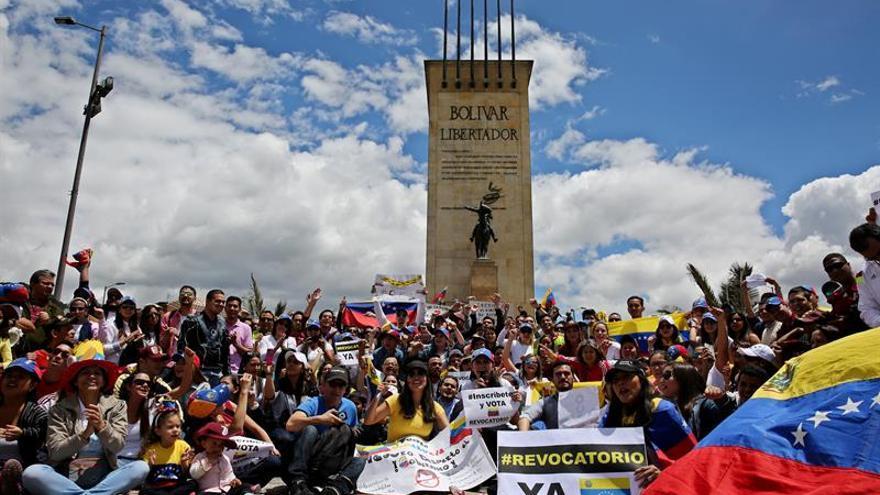 Venezolanos se reúnen en Colombia para exigir revocatoria de Nicolás Maduro