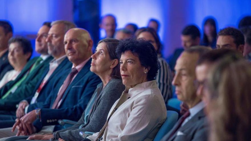 La ministra de Educación y Formación Profesional en funciones y portavoz del Gobierno, Isabel Celáa, durante la segunda jornada del Encuentro de la Economía Digital y las Telecomunicaciones de Ametic que se celebra este martes en el Palacio de La Magdalena, en Santander.