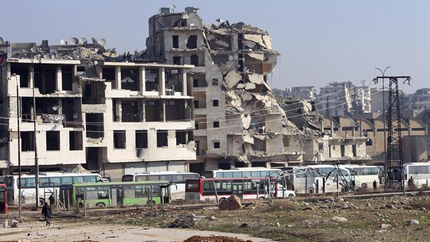 Prosiguen las evacuaciones de Alepo y de pueblos de mayoría chií en Siria