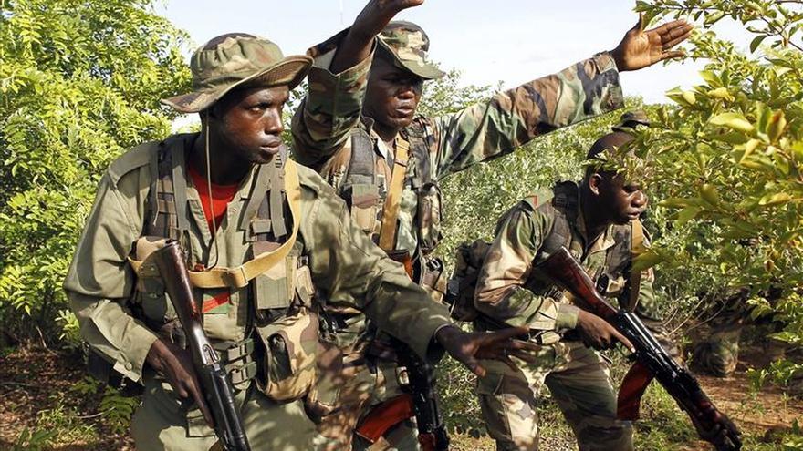 Militares de Mali liberan a decenas de rehenes tras el asalto terrorista a un hotel con varios muertos