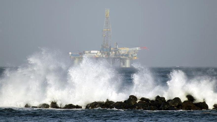 El fuerte oleaje obliga a desalojar a 39 personas de dos edificios en Tenerife