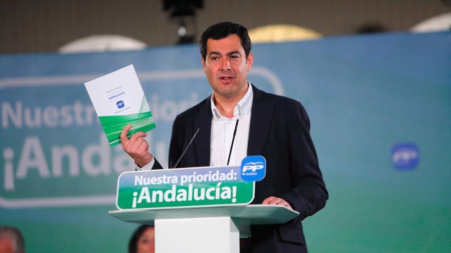 Juan Manuel Moreno con el programa del PP-A para el 22M.
