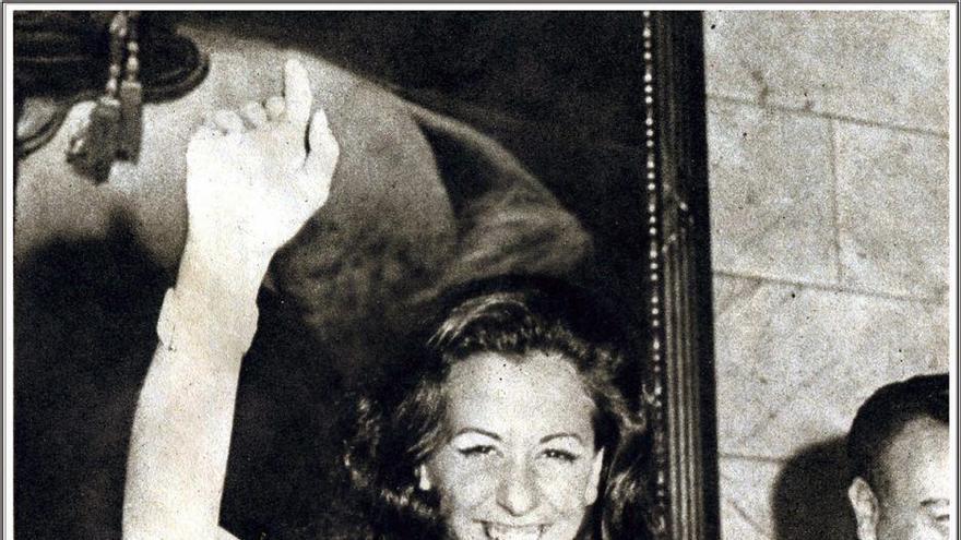 Rita Barberá, tras ser proclamada en Valencia como 'Musa del humor' en 1973.