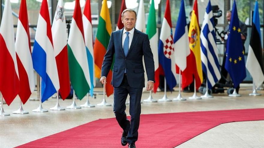 """Tusk llega a la cumbre del """"brexit"""" con un mensaje de confianza en la unidad"""