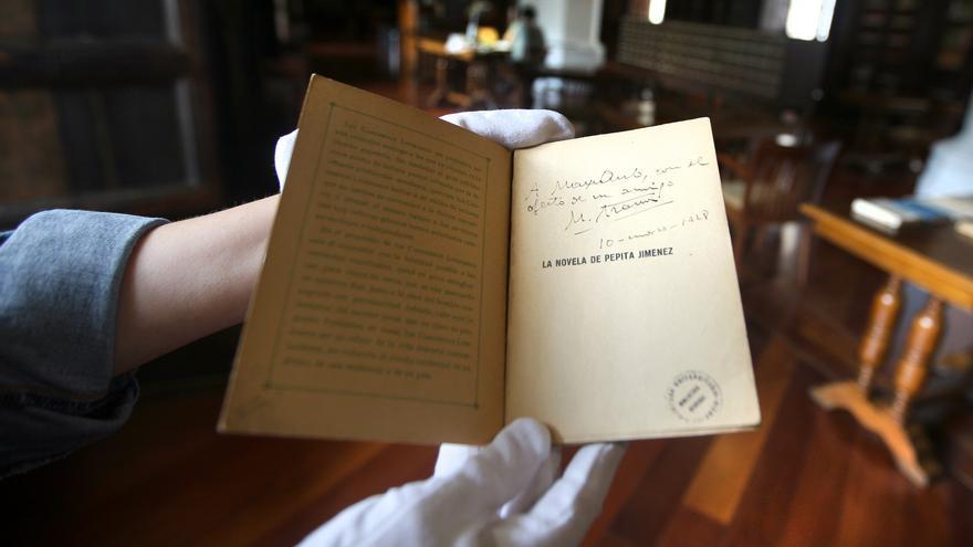 Ejemplar de la biblioteca de Max Aub dedicado por Manuel Azaña.