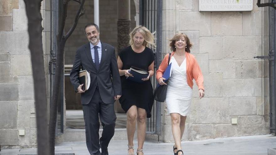 Borràs (d) junto a Neus Munté y Jaume Vidal de Ciurana