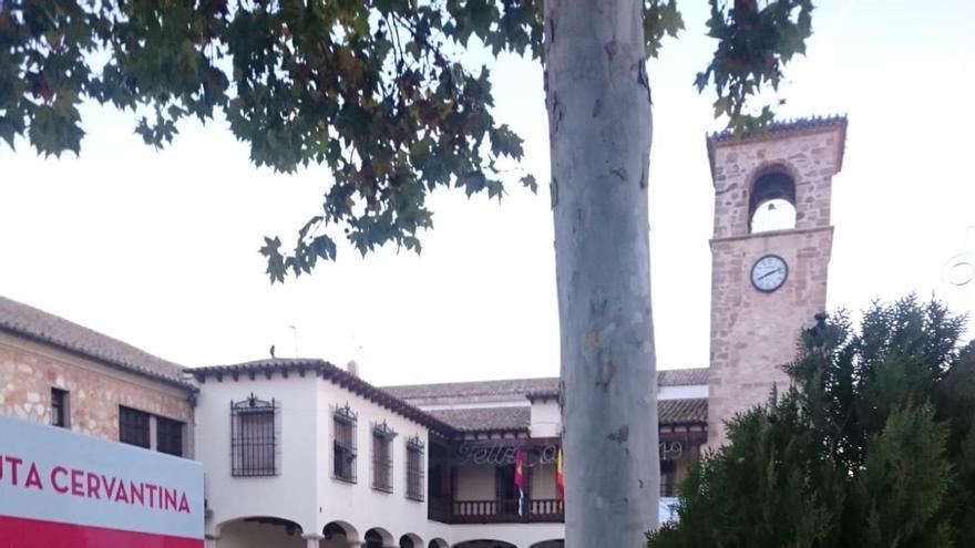 Una de las señales de 'Stop Macrogranjas' este domingo en Mota del Cuervo (Cuenca)
