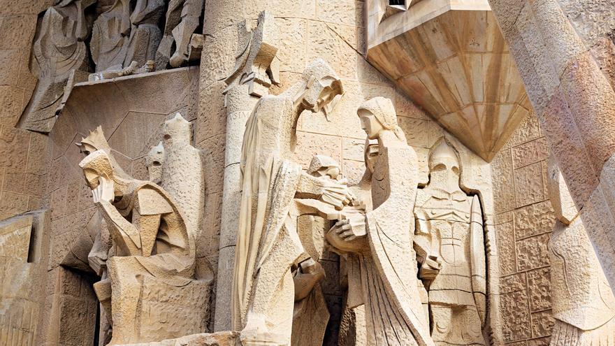 Escena bíblica de Pilatos lavándose las manos, una parte del conjunto escultórico de la condena de Jesús
