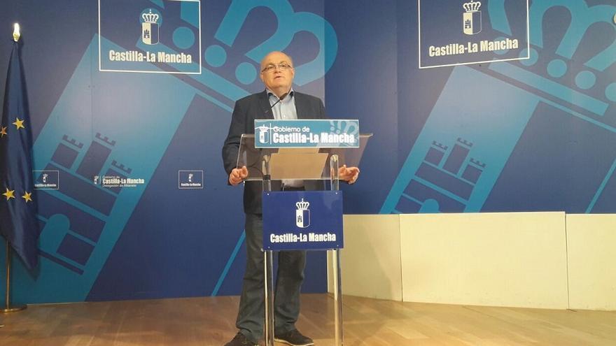 Pedro Antonio Ruiz Santos en la sede de la Delegación de la Junta en Albacete