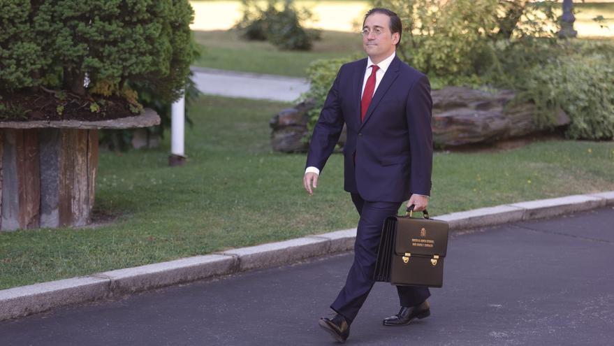 El ministro de Asuntos Exteriores, Unión Europea y Cooperación, José Manuel Albares, llega al Palacio de la Moncloa para participar en el primer Consejo de Ministros tras la remodelación del Gobierno, a 13 de julio de 2021, en Madrid (España).