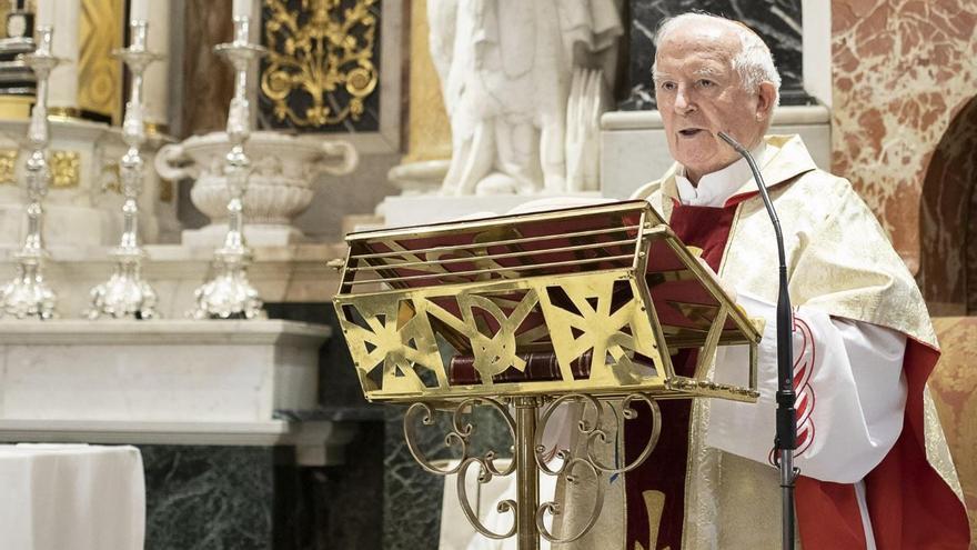 El cardenal Antonio Cañizares, arzobispo de València, durante un oficio en la catedral.