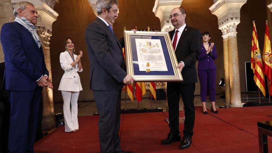 Javier Lambán entrega el Premio Aragón 2019 al fiscal Javier Zaragoza