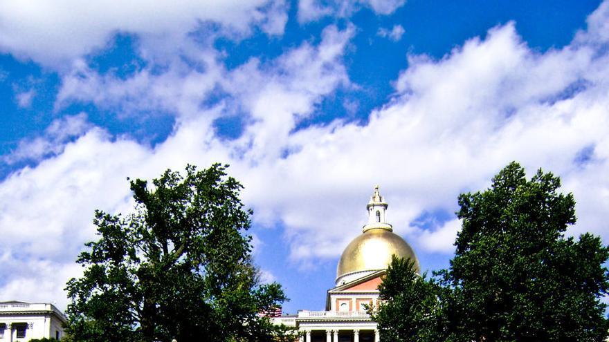 La State House de Boston, sede del legistalito del estado de Massachusetts marca el inicio del Freedom Trial. Viajar Ahora