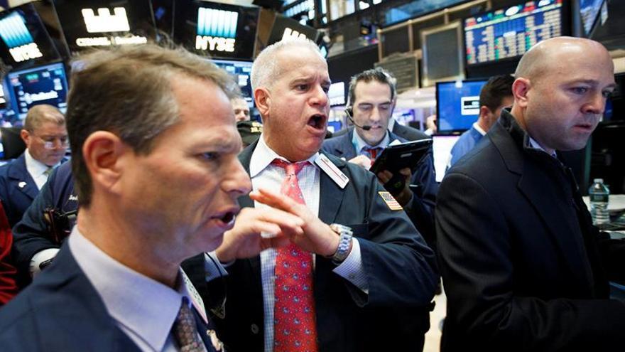 Plazas latinoamericanas cierran mixtas tras récords históricos en Wall Street