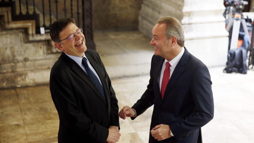 Ximo Puig y Alberto Fabra dialogan distendidamente en el Palau de la Generalitat