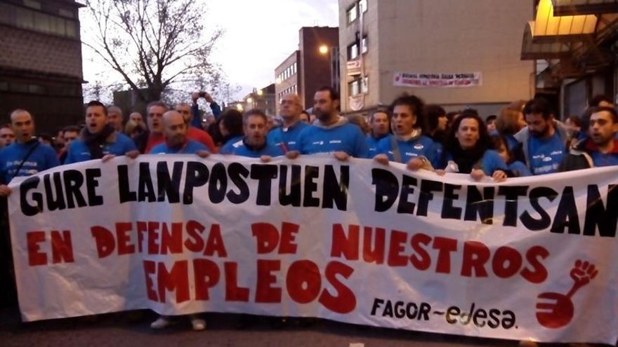Cientos de trabajadores de Fagor y Edesa recorren las calles de Basauri en defensa de sus empleos