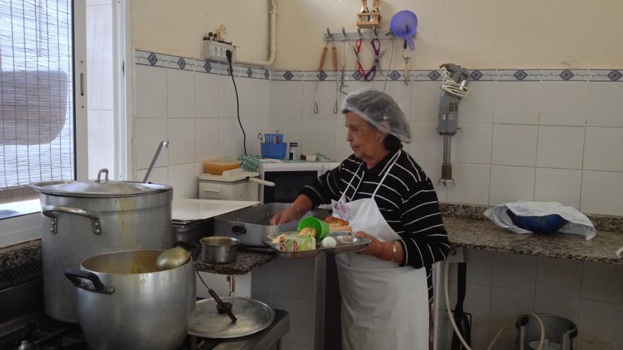 Rojita, una de las voluntarias del comedor de Cáritas en San Pedro