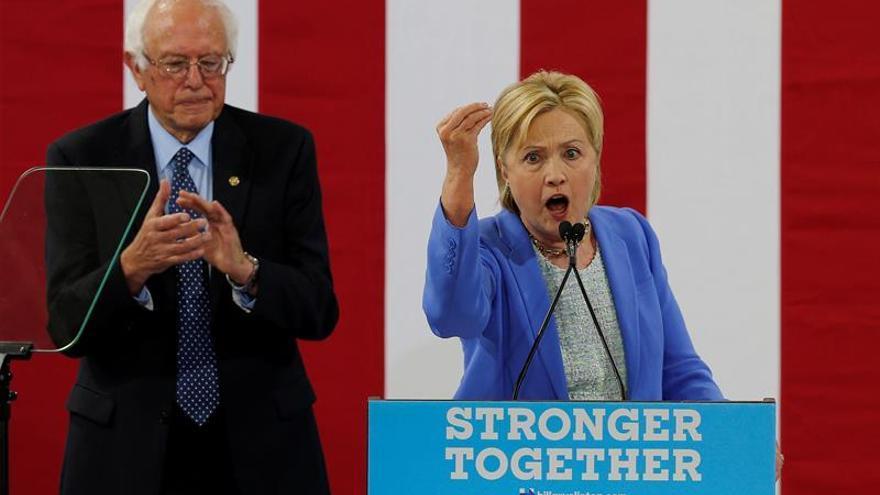 """Clinton pide sacar """"las armas de guerra"""" de las calles y eliminar el racismo en EE.UU."""