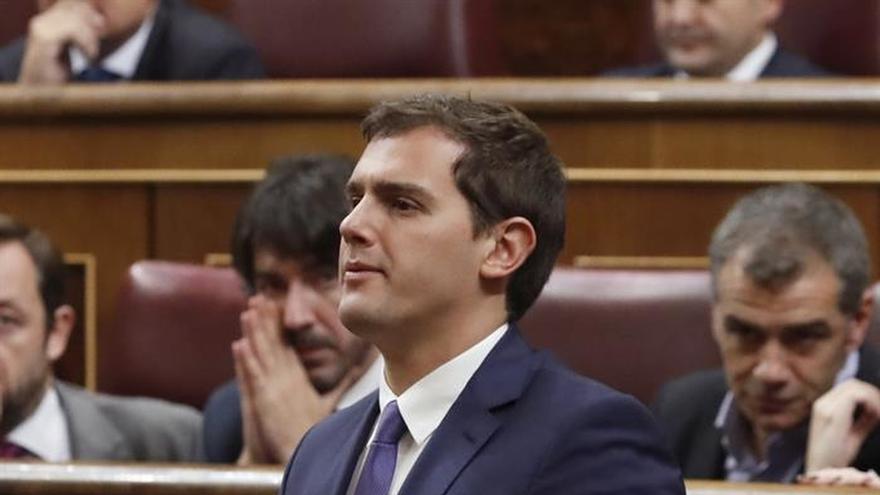 Rivera descarta entrar en un Gobierno del PP si sigue Rajoy