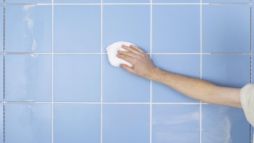 Cómo eliminar el moho del baño de una manera segura y ecológica