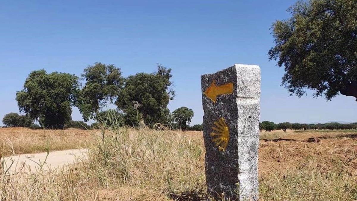 Hito del Camino Mozárabe a Santiago en la comarca cordobesa de Los Pedroches.