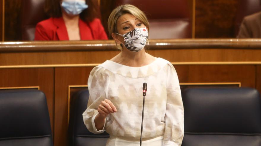 La vicepresidenta tercera y ministra de Trabajo y Economía, Yolanda Díaz, interviene en una sesión de control en el Congreso de los Diputados, a 12 de mayo de 2021, en Madrid, (España). Durante el pleno el Ejecutivo se enfrentará a las preguntas de la opo