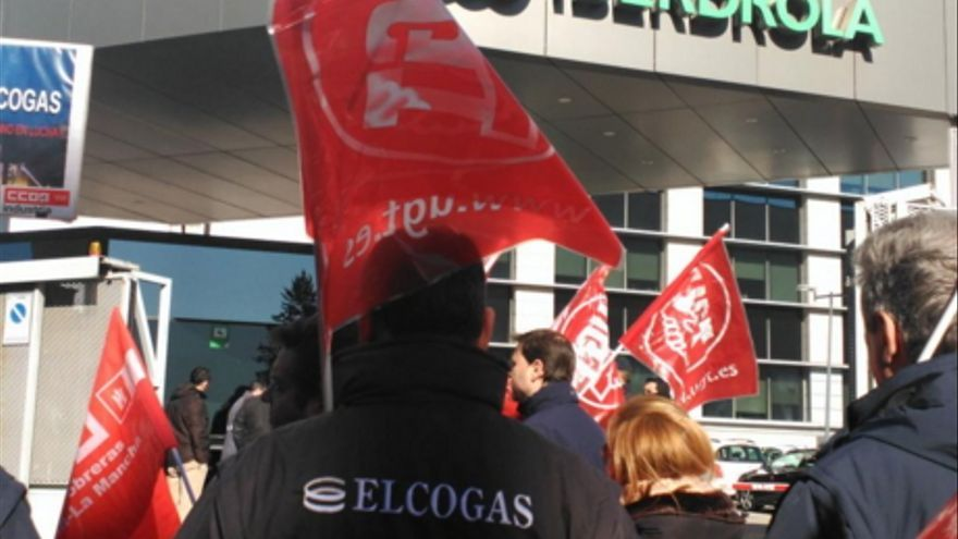 Manifestantes de Elcogas ante la sede de Iberdrola / CCOO