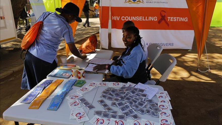 Casi 16 millones de personas están en tratamiento contra el VIH, el doble que hace 5 años