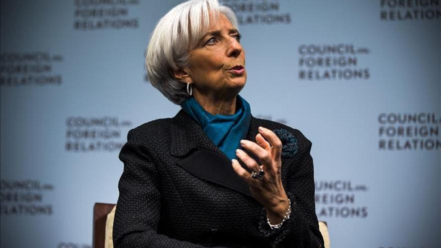 """Una """"frágil y desigual"""" recuperación global persiste en 2015, según Lagarde"""
