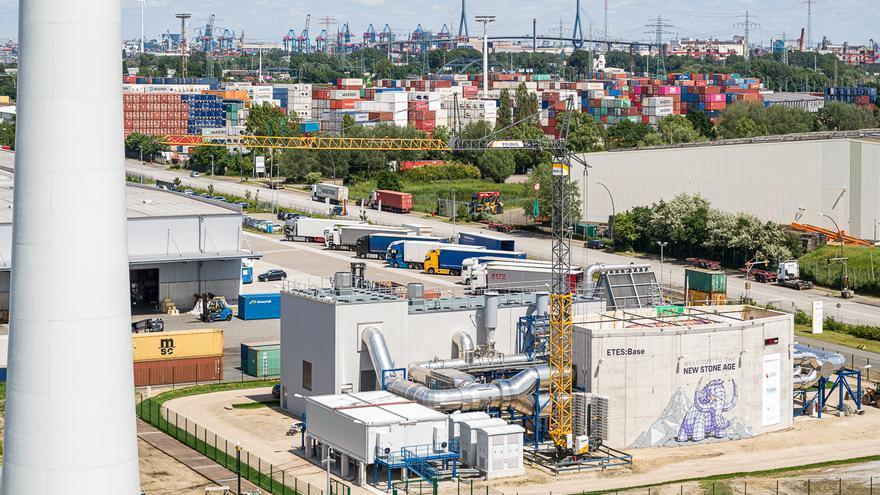 Vista aérea de la planta de almacenamiento de energía en rocas volcánicas de Siemens Gamesa en Hamburgo.