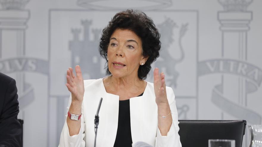 """Celaá dice que el Gobierno tiene """"plena confianza"""" en Delgado y resalta los buenos resultados del CIS para el PSOE"""