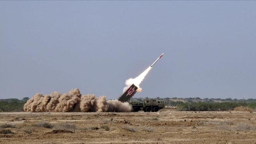 Pakistán prueba un misil con capacidad nuclear tras el anuncio de diálogo con India