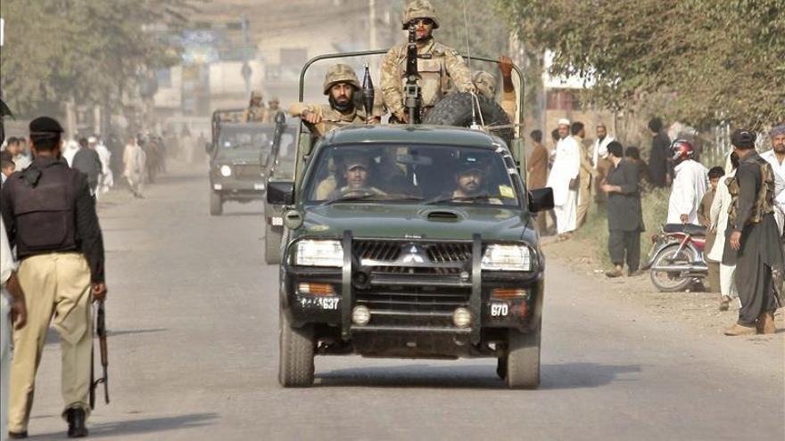 Aumentan a 42 los muertos en el ataque a una base militar en Pakistán