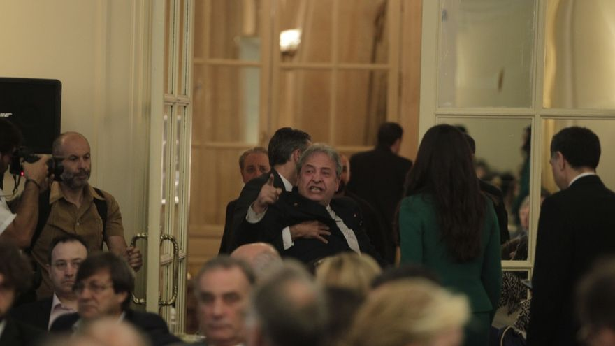 """Un español que vivió en Venezuela increpa a Iglesias en el Ritz: """"¿Asesoró en la represión contra mi hija?"""""""