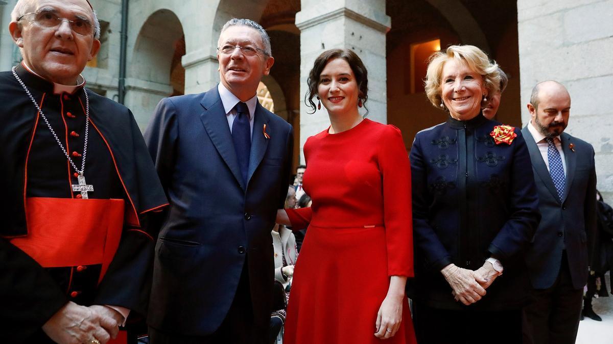 Isabel Díaz Ayuso junto a los expresidentes de la Comunidad Alberto Ruíz Gallardón y Esperanza Aguirre, y el arzobispo de Madrid Carlos Osoro.