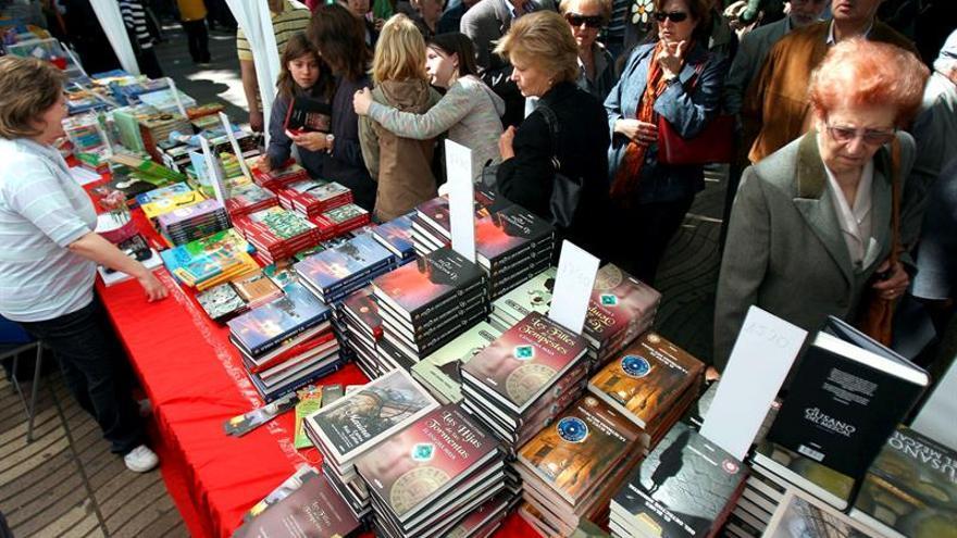 """Un """"Sant Jordi de tres días"""" llena las librerías antes del 23 de abril"""